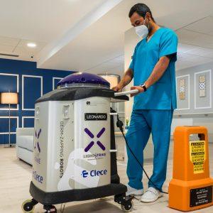Robot desinfección Xenex Covid 19 en salón